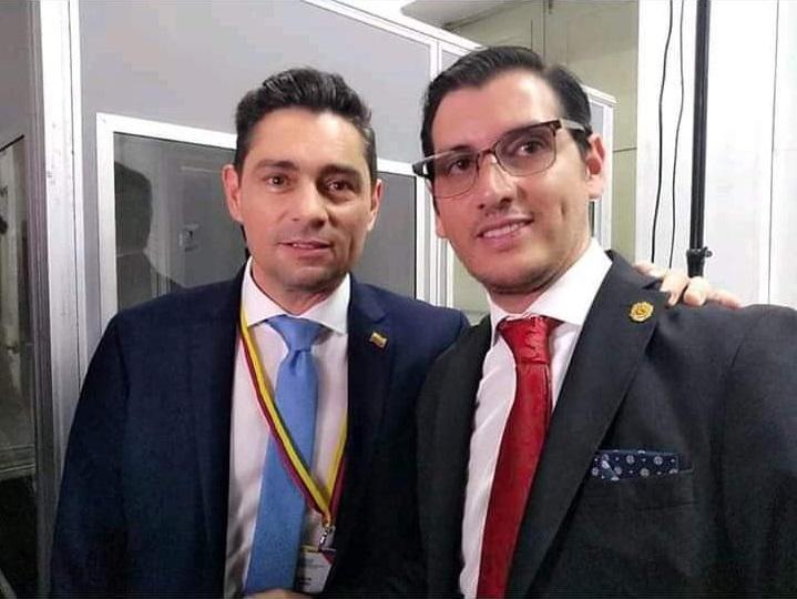 Carlos Vecchio, Vertreter von Juan Guaidó in Washington (links) mit Andrés Felipe Rojas (rechts) beim Treffen der Lima-Gruppe am 25. Februar in Bogotá