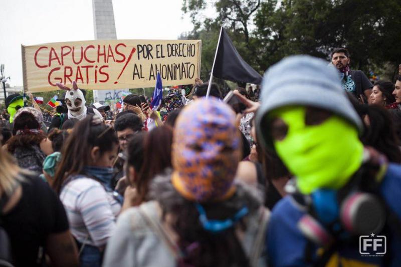 """Die Proteste richten sich nun auch gegen das """"Gesetz gegen Vermummte"""""""