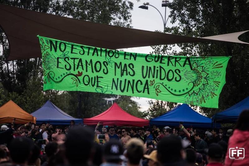 """""""Wir sind nicht im Krieg - wir sind vereinter denn je"""". Protestierende in Chile fordern den Rücktritt Piñeras und eine verfassunggebende Versammlung"""