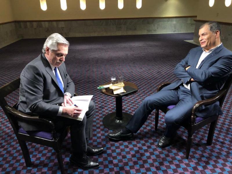 Fernández und der ehemalige Präsident von Ecuador, Rafael Correa, bei der Aufzeichnung eines Interview für Correas Fernsehsendung