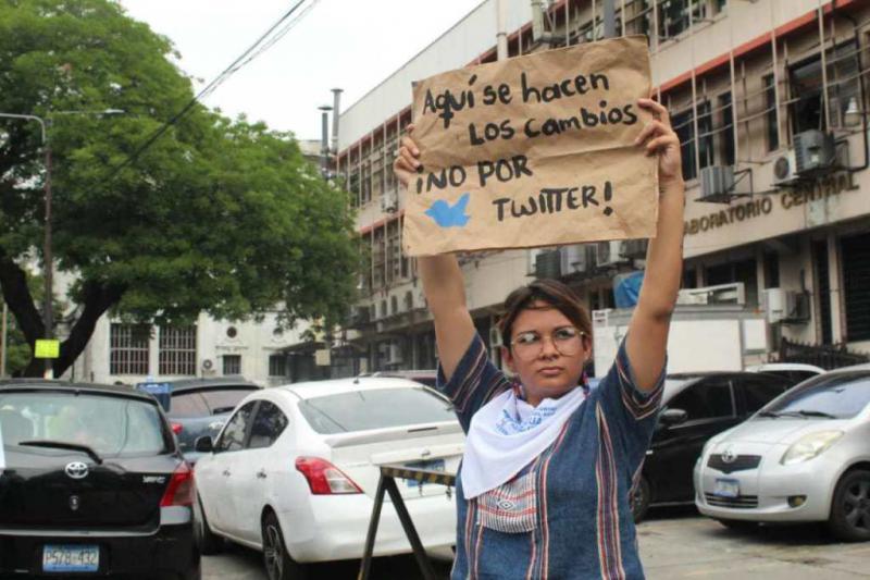 Die Demonstranten wollten Bukele einen Brief überreichen, in dem sie Änderungen in der Sozial- und Umweltpolitik vorschlagen