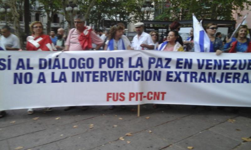 Gewerkschafterinnen und Gewerkschafter demonstrieren in Montevideo für den Dialog der Konfliktparteien in Venezuela und gegen eine ausländische Intervention