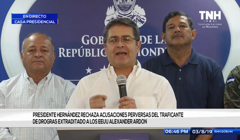 """Der Präsident von Honduras wies bei einer Pressekonferenz am 3. Juli alle Vorwürfe als """"pervers"""" zurück (Screenshot)"""