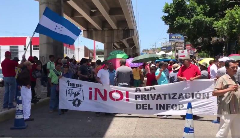 Lehrkräfte und medizinisches Personal in Honduras kämpfen gegen Privatisierungen im Bildungs- und Gesundheitsbereich und fordern den Rücktritt des Präsidenten