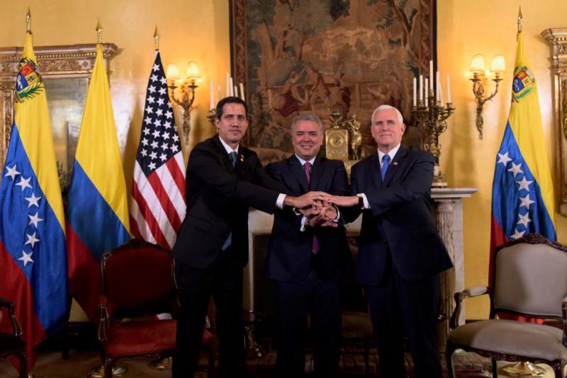 Vereint gegen Maduro: Guaidó, Kolumbiens Präsident Iván Duque und US-Vizepräsident Mike Pence (im Februar 2019 in Bogotá)