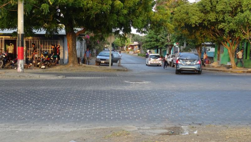 An dieser Kreuzung wurde der Sandinist Francisco Aráuz Piñeda von einer Barrikade aus erschossen