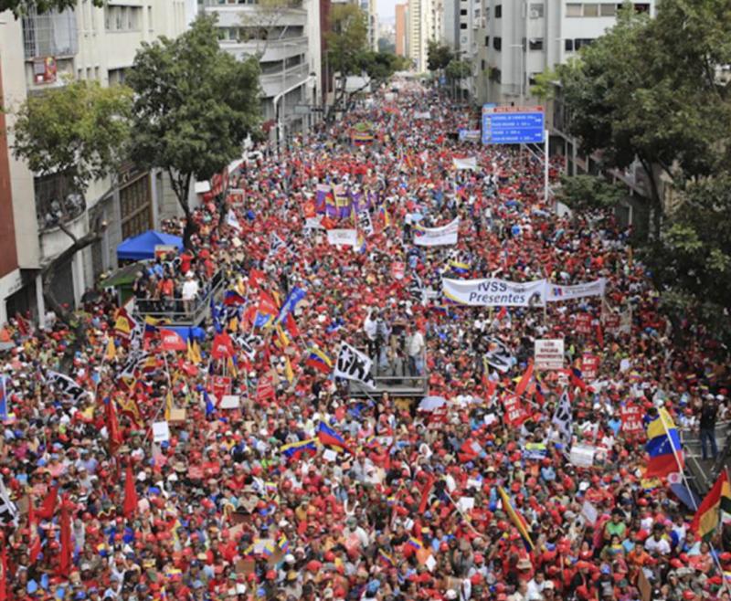 Anhänger der Regierung Maduro demonstrieren gegen mutmaßliche Angriffe auf das Stromnetz
