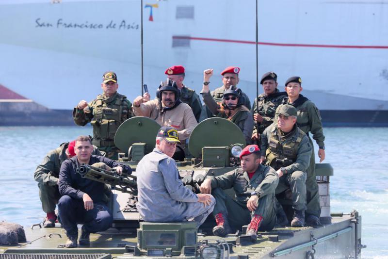 "Venezuelas Präsident Maduro beim Auftakt des Militärmanövers ""Souveränität und Frieden"" im Grenzgebiet zu Kolumbien"