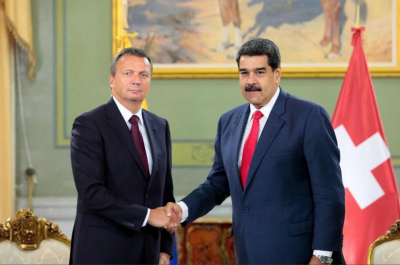 Der neue Schweizer Botschafter in Venezuela, Didier Chassot, mit Präsident Maduro
