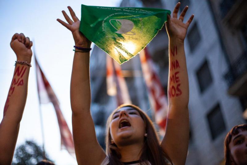 Frauen in Lateinamerika fordern das Recht auf legalen, sicheren und kostenlosen Schwangerschaftsabbruch