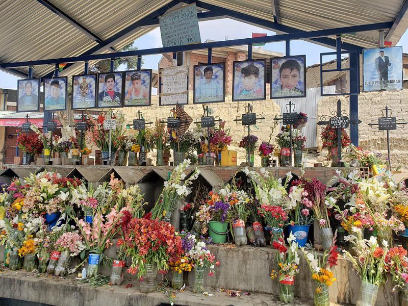 Gedenkstätte an der Straße nach Sacaba für die Opfer des Massakers
