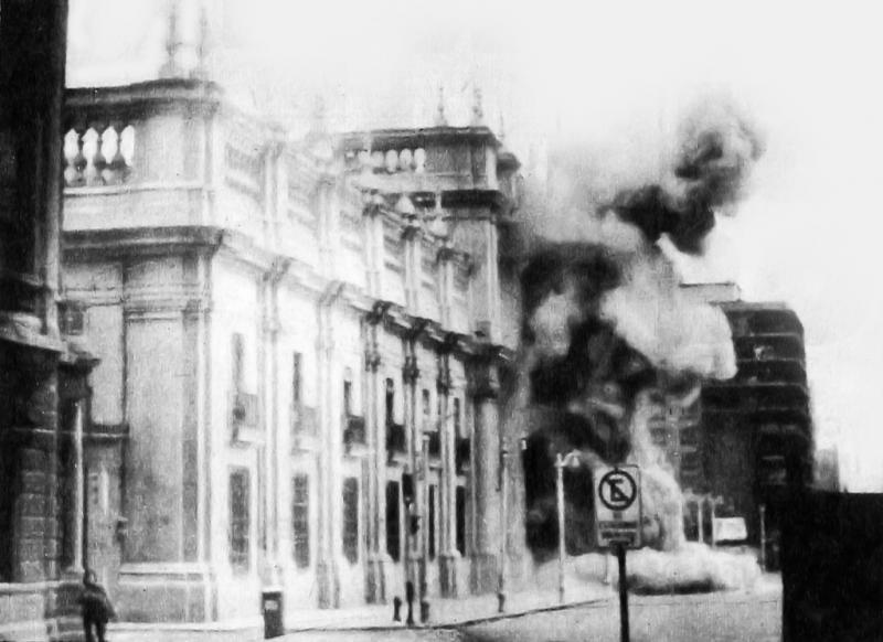 Der bombardierte Regierungssitz La Moneda am 11. September 1973