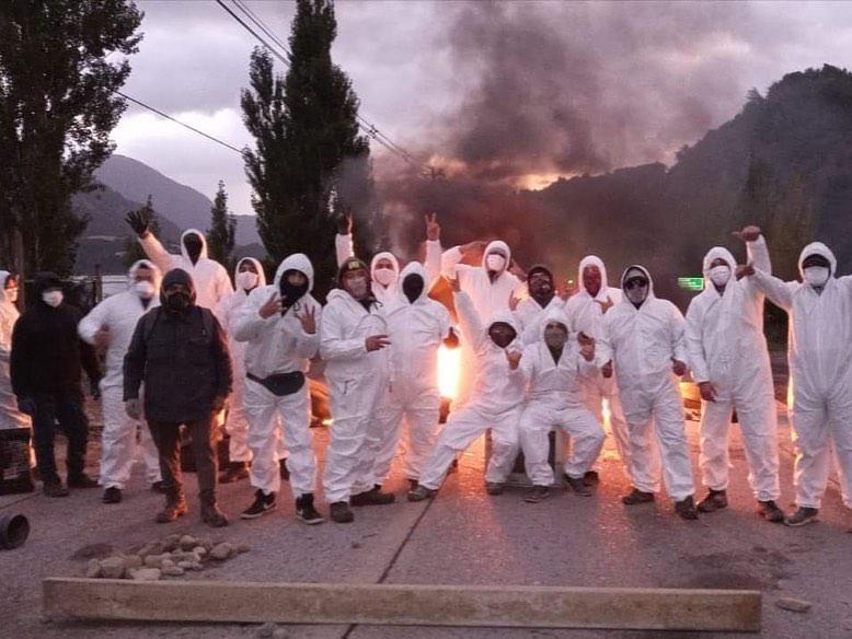 Straßenblockade bei Puerto Chacabuco mit der Forderung nach Abriegelung der Region Aysen, um die Bevölkerung  vor der Pandemie zu schützen