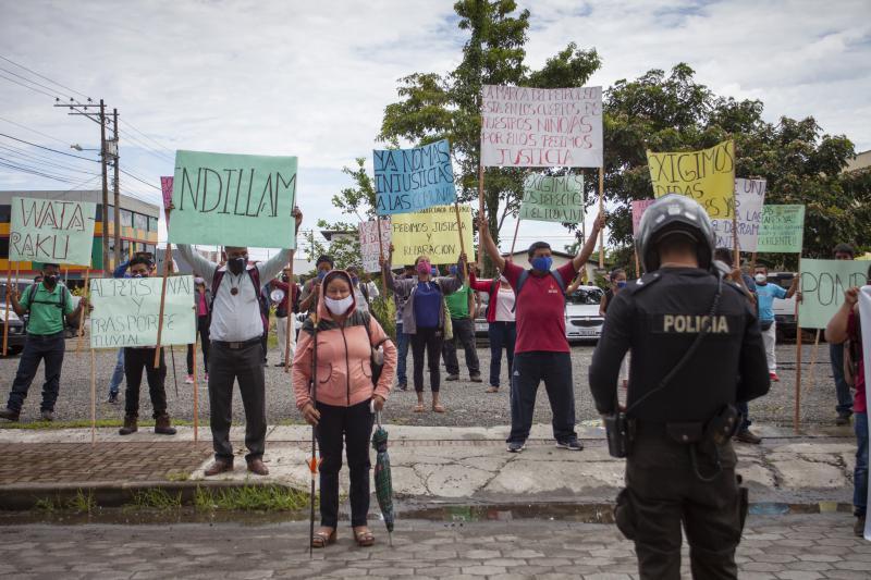 Kundgebung von Delegierten der betroffenen Gemeinden in Coca am 10. Juli. Sie fordern, dass im verseuchten Gebiet sofort die Versorgung der Bevölkerung sichergestellt und die Umweltschäden beseitigt werden