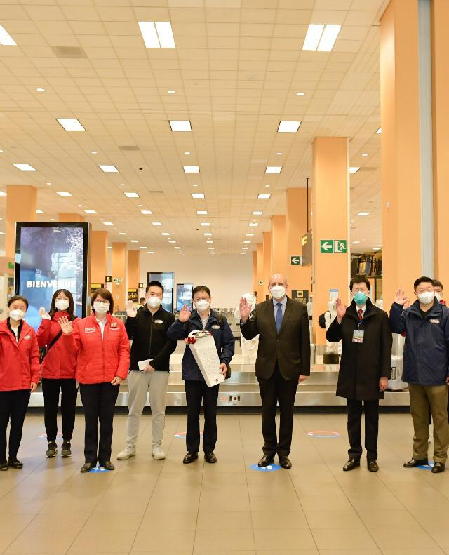 Außenminister Mario López empfängt die chinesische Delegation in Lima