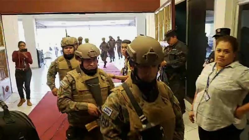 Auf Befehl des Präsidenten habe Soldaten und Polizisten das Parlamentsgebäude besetzt