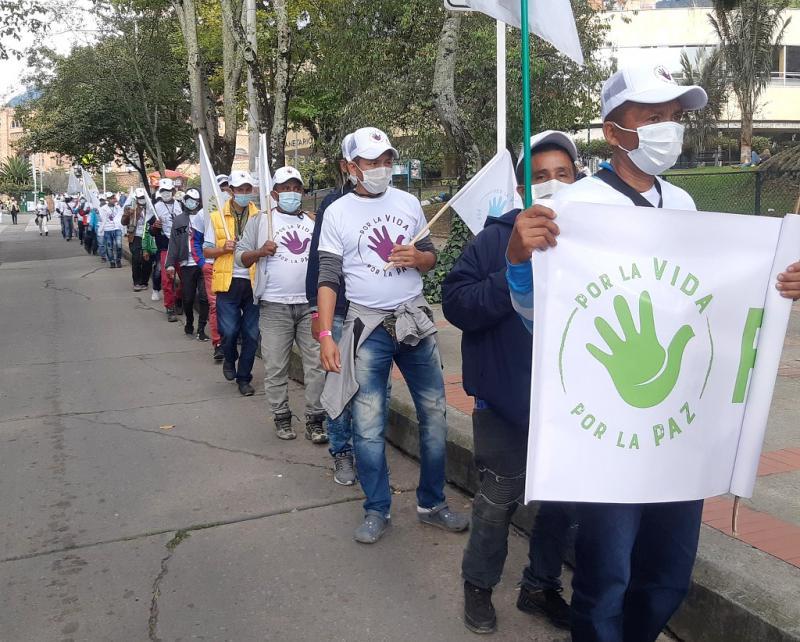 """""""Für das Leben - Für den Frieden"""": Farc-Mitglieder demonstrieren gegen die anhaltende Gewalt und den fehlenden Schutz durch die Regierung"""