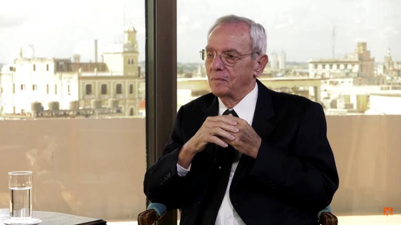"""Havannas Stadthistoriker Eusebio Leal in der Sendung """"Mesa redonda"""" im Gespräch mit  Randy Alonso im Oktober 2019"""
