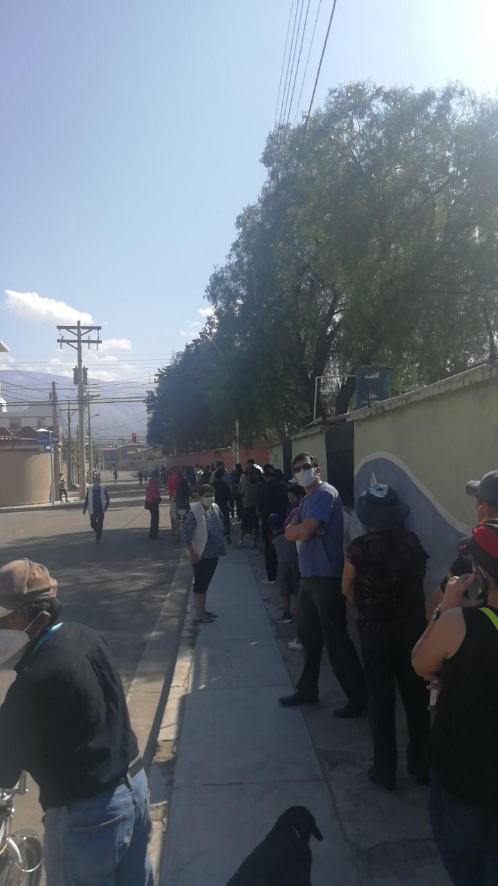 Schlange vor Wahllokal in Cochabamba