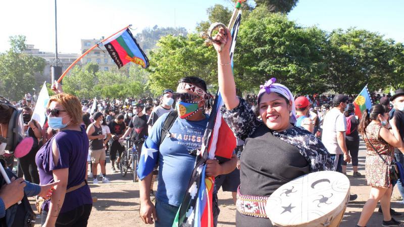 Mapuche demonstrieren am 18.10.2020, dem Jahrestag des Beginns Protestbewegung