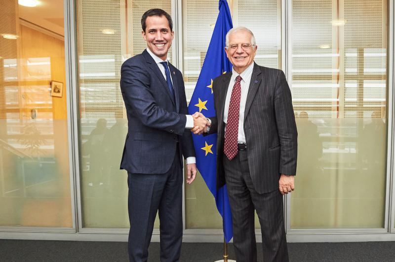 Stellt sich erneut auf die Seite der Oppsition: Der EU-Außenbeauftragte Josep Borrell, hier bei einem Treffen mit Juan Guaidó 2020