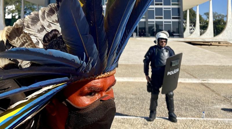 Protestaktion indigener Gemeinschaften vor dem Regierungssitz in Brasília gegen das Gesetzesprojekt PL 490