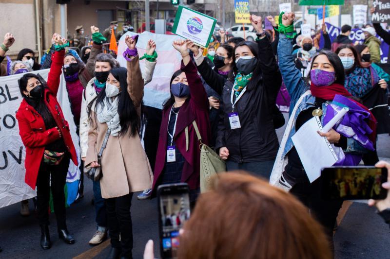 Frauen in Santiago demonstrierten während der Abstimmung in der Abgeordnetenkammer für das Recht auf freie und sicher Abtreibung