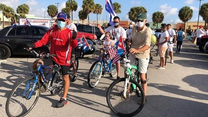Fahrradkorso gegen die US-Blockade in Minessota, USA.