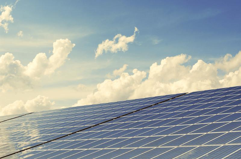 Je größer das Solarkraftwerk im ersten Bauabschnitt ist, umso geringer wird der Investitionsaufwand je erzeugter Kilowattstunde.