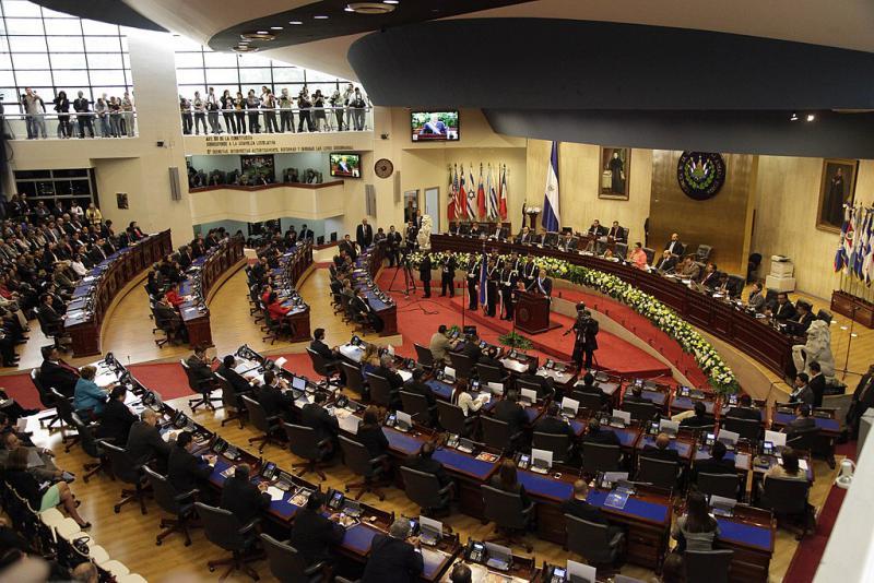 64 Parlamentarier haben für die Absetzung der Verfassungsrichter und 19 dagegen gestimmt