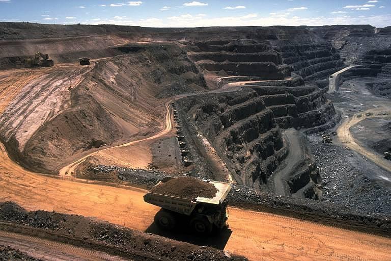 Vor allem der Tagebau verursacht nachhaltige Dauerschäden für Mensch und Natur