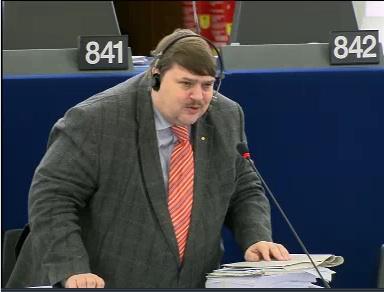 Bernd Posselt (CSU) erhebt sich bei der EU-Debatte zum Antrag.