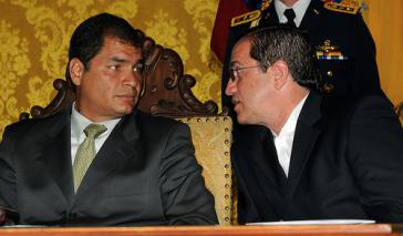 Ecuadors Außenminister Ricardo Patiño (re.) mit Präsident Correa bei Amtsantritt