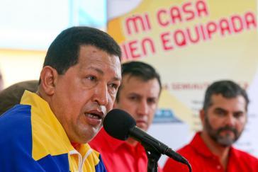 Chávez bei der Vergabe von Landtiteln in Petare, Caracas
