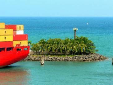 Idyllisch und umkämpft: Hafen von Puerto Limón