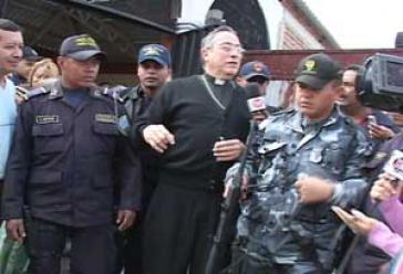 Unter Gleichen: Kardinal Rodríguez, Militärs und Polizisten in Tegucigalpa