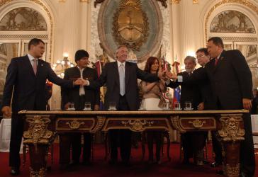 Präsidenten bei der Unterzeichnung der Gründungserklärung der Bank des Südens
