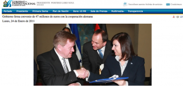 Hans-Jürgen Beerfeltz reicht Ministerin Guillén die Hand