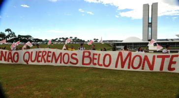 Aktivisten protestieren gegen das Staudammprojekt Belo Monte