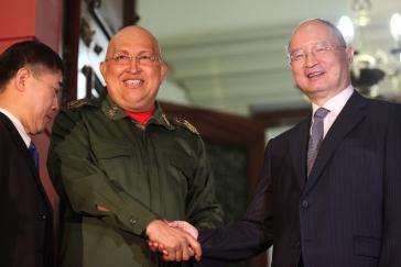 Der venezolanische Präsident Hugo Chávez und Chen Yuan, Präsident der Chinesischen Entwicklungsbank
