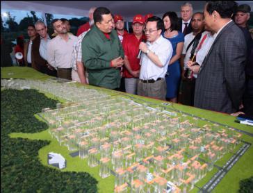Chávez und seine internationalen Partner präsentieren das Projekt