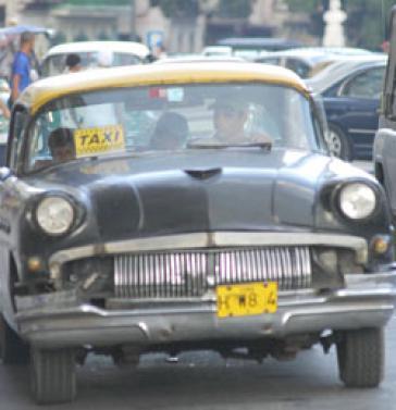 Alter Chevrolet-Straßenkreuzer als Taxi