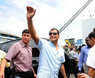 Rafael Correa, hier bei einem Besuch von Krankenstationen