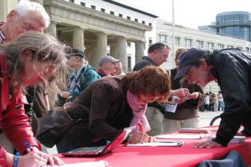 Aktion am Montag vor dem Brandenburger Tor in Berlin