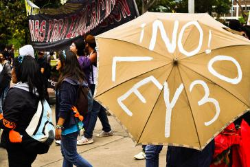 """""""Nein zum Gesetz 30"""": Studenten protestieren in Bogotá gegen die Bildungsreform (Oktober 2011)"""