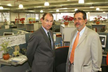 US-Botschafter Patrick Duddy und Miguel Henrique Otero in der Redaktion der Tageszeitung El Nacional (2008)