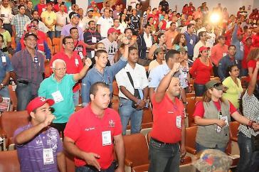 Arbeiter auf dem ersten nationalen Treffen der Arbeiterräte