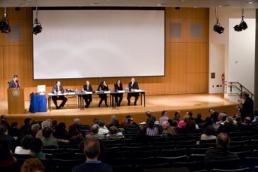 Podium auf der Kuba-Konferenz in New York