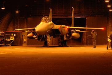 Kampfjet F-15E Strike Eagle vor dem Einsatz in Libyen