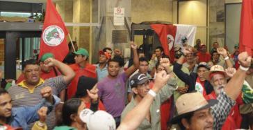 Kampf für Landreform: Via Campesina besetzt das Finanzministerium in Brasília
